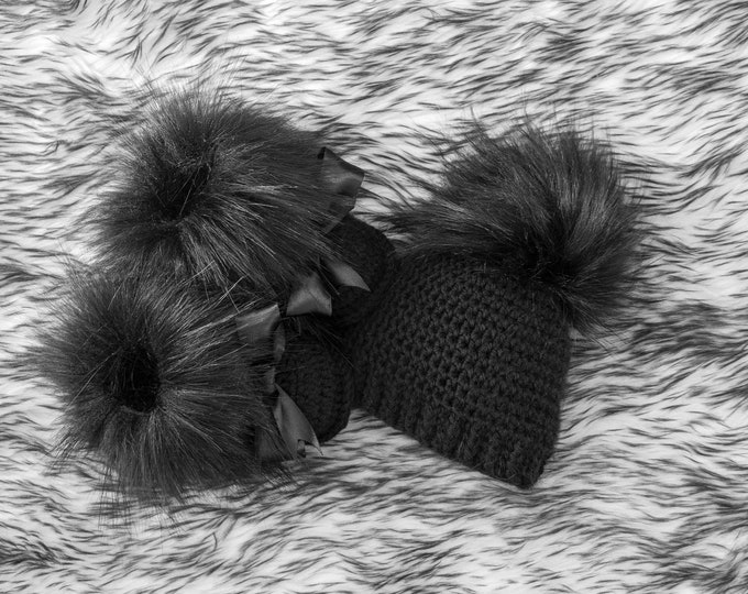Black baby Booties and Hat with fur pom pom, Crochet Baby Set, Hat and Booties set, Gender Neutral baby gift, Unisex baby winter clothes