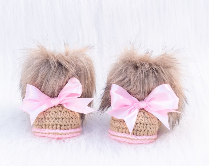 Baby girl bow booties, Faux fur Booties, Crochet Newborn girl winter Boots, Ugg booties, Baby girl gift, Baby girl shoes, Preemie booties