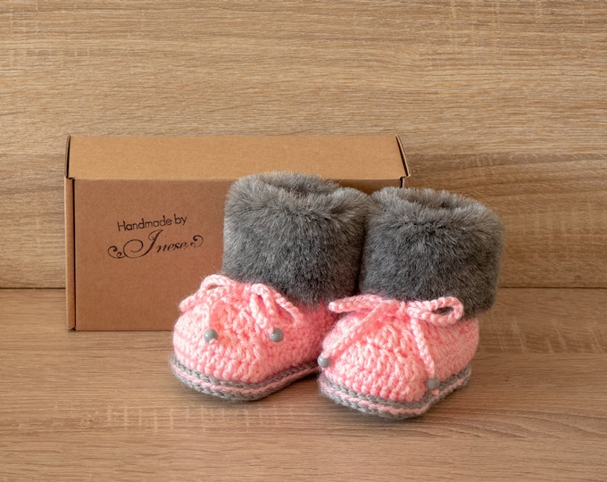 Baby girl booties - Gray and pink booties - Faux Fur Booties - Baby winter Boots - Newborn girl Boots - Crochet Baby Boots - Preemie shoes