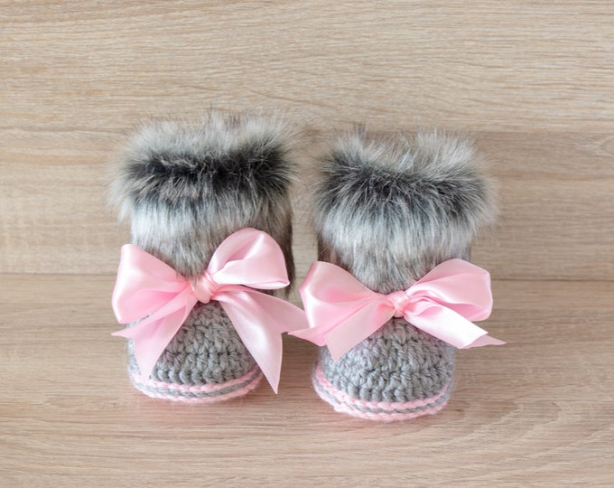 Gray and pink fur booties - Newborn girl Booties - Preemie girl clothes - Crochet slippers- Baby girl gift- Baby girl shoes- Baby girl boots