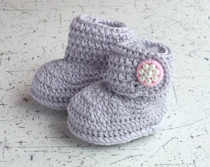 Gray Baby girl booties - Preemie girl booties - Crochet baby booties - Infant shoes - Gray booties - Baby ankle boots - Baby girl boots