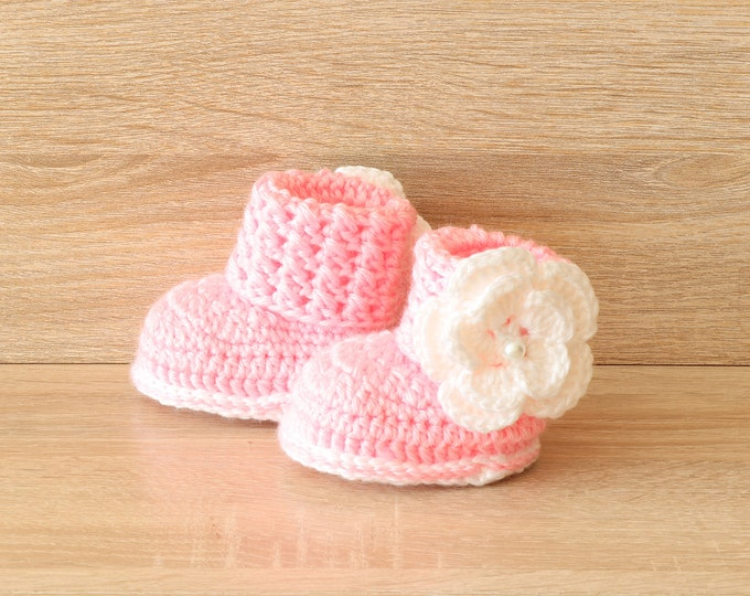 Pink baby booties - Baby girl booties - Flower shoes - Baby girl gift - Newborn girl boots- Crochet flower booties - Preemie girl booties