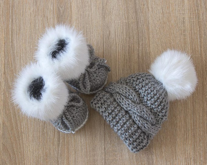 Gray and white baby pom pom hat and fur booties set - Baby boy winter clothes - Faux fur booties - Fur pom pom - Baby boy gift - Newborn boy