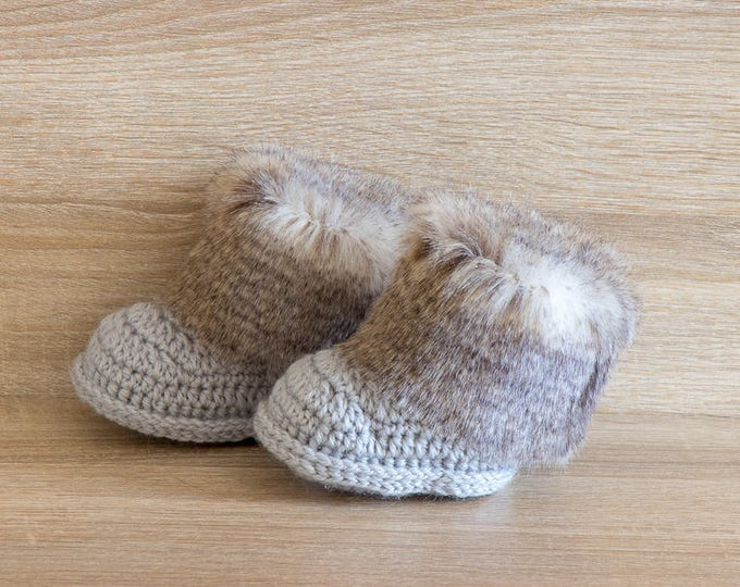 Gray Baby booties - Baby winter boots - Faux Fur Booties - Gender neutral - Newborn Shoes - Crochet Booties - Baby Boy Boots - Preemie boots