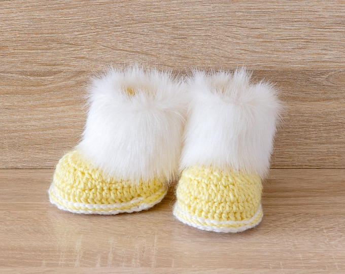 Yellow and white Baby booties - Preemie clothes - Fur Baby Boots - Crochet booties- Baby shoes- Baby shower gift- Newborn shoes- Boy or girl