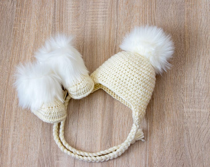Beige Baby fur pom pom hat and booties -  Gender neutral baby clothes - Baby gift - Crochet baby clothes - Baby winter clothes - Fur booties