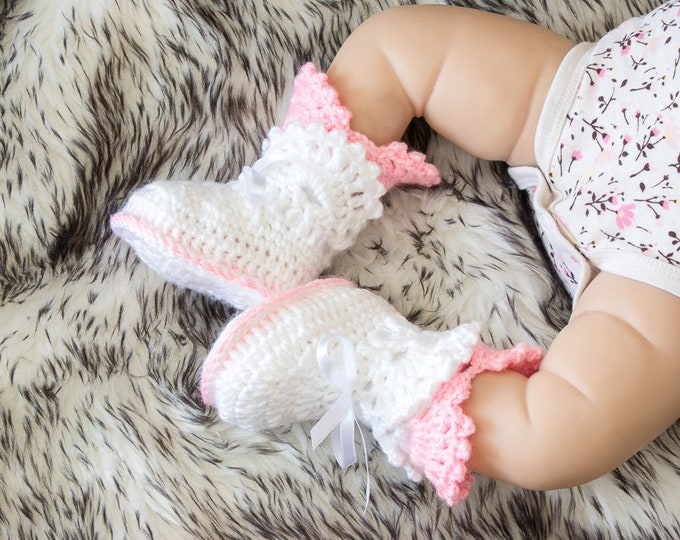 White and pink baby shoes - Baby girl booties - Crochet Baby Booties - Newborn girl booties- Infant girl shoes- Baby girl gift- Lace booties