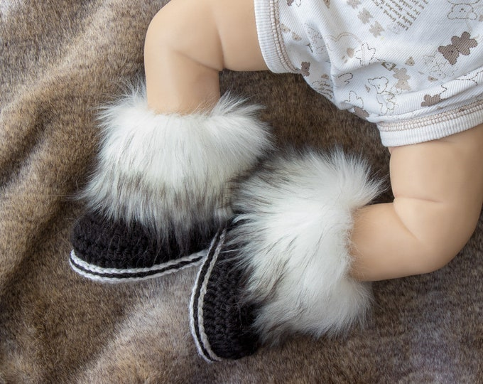Black and white Faux fur booties - Preemie boots - Newborn shoes - Baby shower gift- Crochet booties - Gender neutral - UGG - Baby boy boots