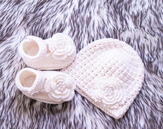 0-3m Crochet merino Ivory white baby girl flower hat and shoes set, Newborn girl clothes, Baby girl gift, Baby girl shoes, Ready to ship