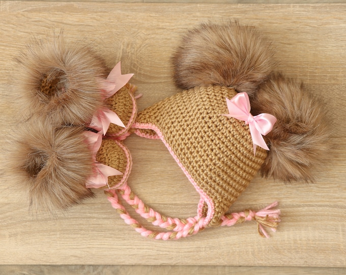 Baby girl faux fur booties with bows and double pompom hat - Crochet Baby girl clothes - Newborn girl outfit - Baby girl gift- Gold and pink