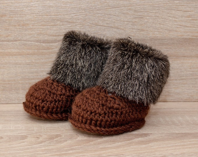 Baby booties - Faux fur baby booties - Crochet baby booties - Baby Ugg boots - Infant shoes - Baby winter boots - Baby gift - Gender neutral