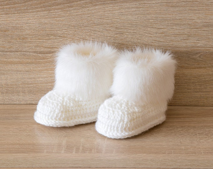 White Baby boots - Faux Fur Booties - Gender neutral booties - Newborn Shoes - Baby winter Boots - Crochet Baby Boots - Preemie clothes