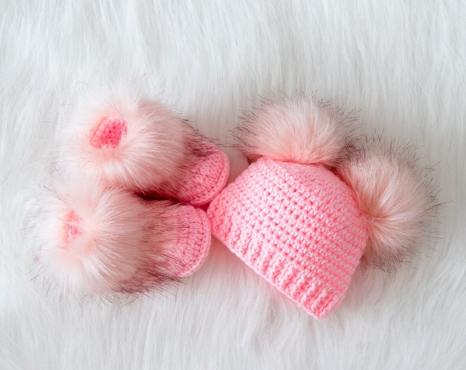 Pink Newborn girl booties and hat set, Fur double pom hat and booties, Crochet baby girl set, baby girl clothes winter, preemie girl clothes