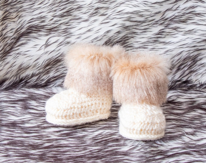 Preemie shoes, Gender neutral baby booties, Unisex baby shoes, Infant Fur booties, Crochet booties, Newborn booties, Winter Style Baby Boots