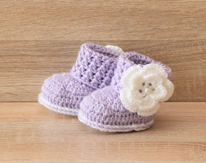 Baby girl booties - Flower Baby Booties - Baby girl gifts- Newborn girl shoes- Crochet baby booties- Preemie girl boots- Purple baby booties