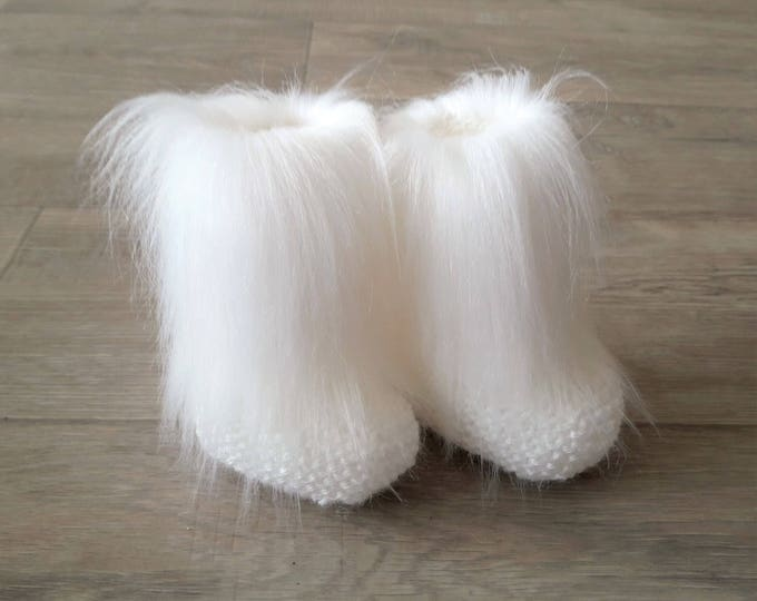 White Faux Fur baby socks - Knitted baby socks - Baby Leg warmers - White baby booties - Gender Neutral - Newborn socks - Baby winter boots
