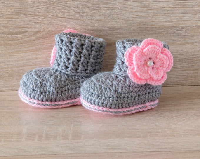 Baby girl booties - Gray and pink flower shoes - Baby girl gift - Newborn girl boots- Crochet flower booties - Preemie girl booties