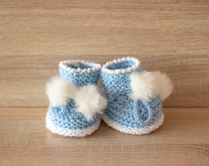 Knitted Pom pom booties - Baby boy booties - Baby booties - Hand knit baby boots - Baby boy shoes - Infant booties - Newborn boy booties