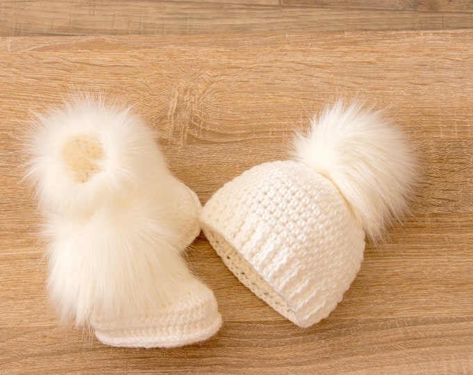White Faux fur baby Booties and Hat with fur pom pom - Crochet Baby Set - Hat and Booties set - Gender Neutral baby - Baby winter clothes