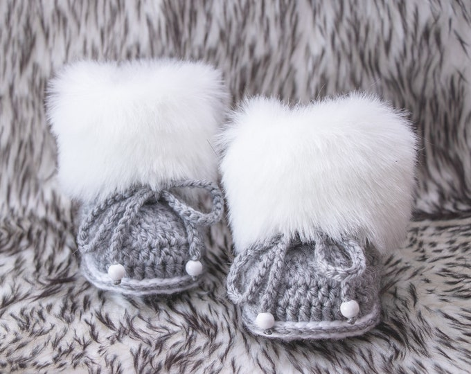 Crochet gray and white fur baby booties, Gender neutral booties, Preemie Baby boots, Baby shower gift, Baby winter Booties, Newborn shoes
