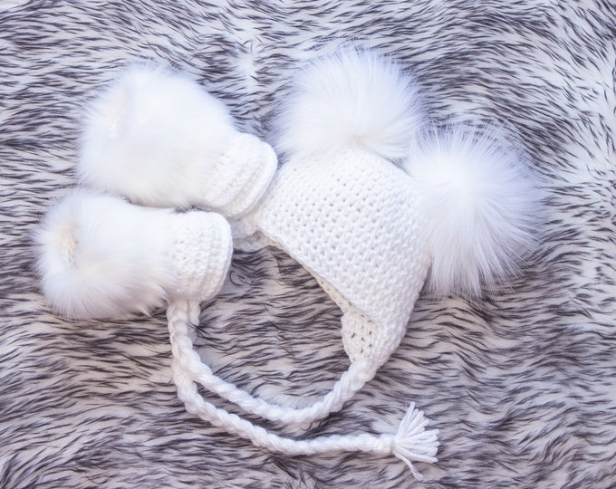Crochet  white double pom pom hat and booties, Booties and hat set, Newborn baby winter clothes, Handmade baby gift, Gender neutral baby set