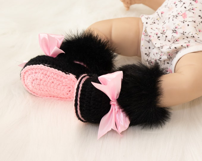 Minnie Mouse shoes, Black and pink shoes, Baby girl booties with bow, Newborn girl booties, Crochet booties, Baby girl gift, Baby girl shoes