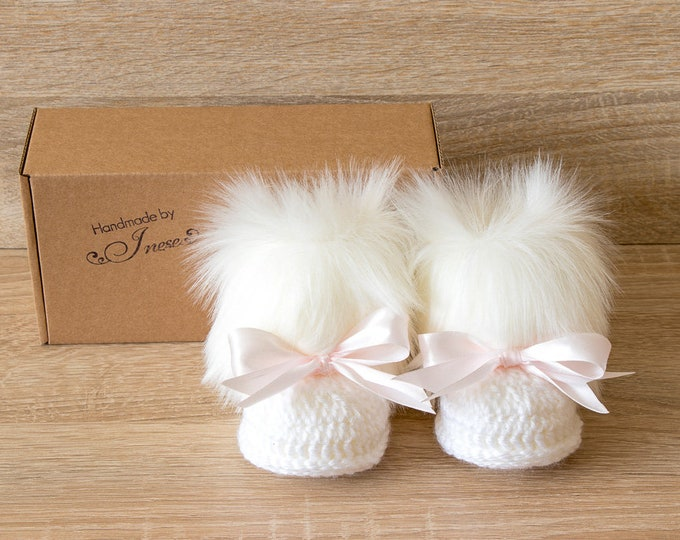 White Baby girl booties with pink bows - Crochet Baby boots - White Fur Booties - Baby girl winter boots - Newborn girl boots - Baby shoes