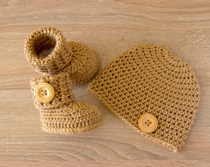 Baby hat and bootie set- Booties and hat- Crochet baby clothes- Baby gift set- Newborn hat- Newborn boots- Baby shower gift- Preemie clothes