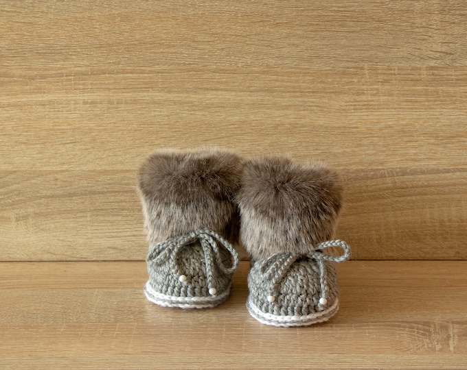 Baby boots - Gray booties - Baby boy booties - Faux Fur Booties - Baby winter Boots - Newborn Boots - Crochet Baby Boots - Preemie shoes