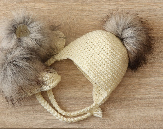 Cream Baby pom pom hat and fur boots - Crochet baby hat and booties- Baby winter clothes - Fur Pom pom hat - Fur booties - Gender neutral