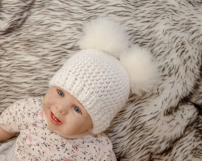 White double pom pom beanie - Crochet baby hat - Fur Pom pom hat - Gender neutral baby hat - Winter hat - Baby Hat - Kids hat - Baby beanie