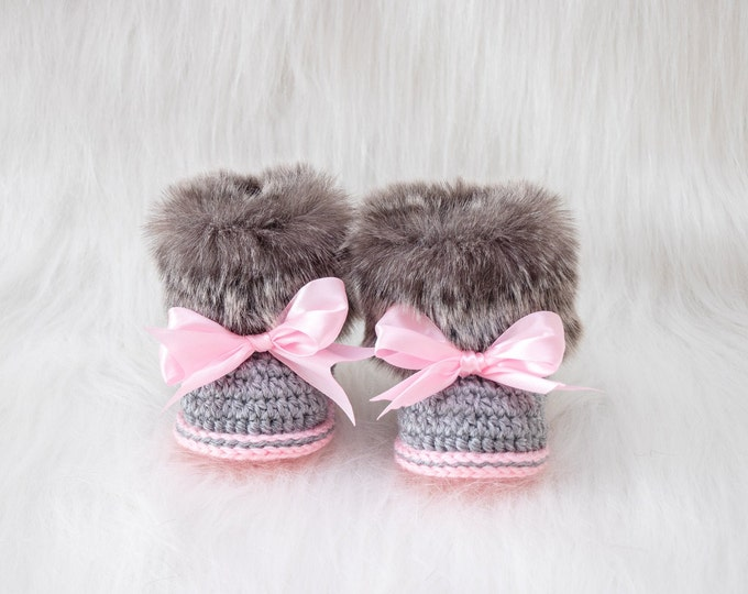 Faux Fur crochet baby girl Booties - Preemie girl boots - Gray and pink - Newborn girl Boots - Baby slippers - Uggs - Baby gift - Baby shoes