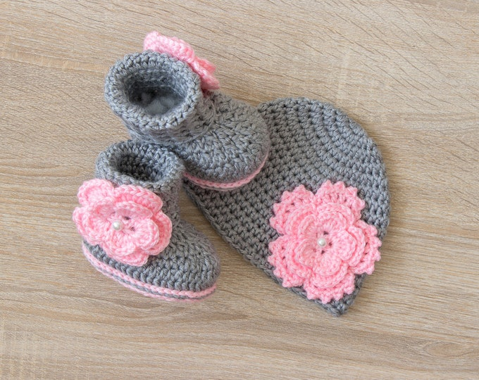 Gray and Pink Baby Girl Flower Hat and Booties - Newborn Girl - Preemie girl - Crochet booties and hat - Baby Girl gift - Baby girl clothes