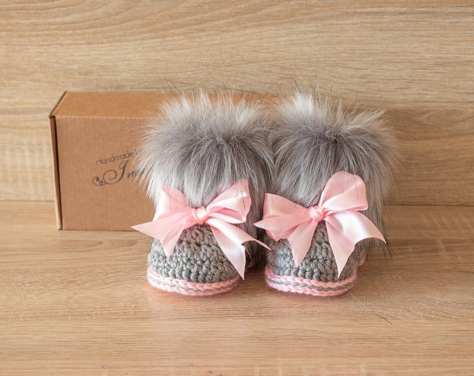 Gray and pink booties - Fur booties - Newborn girl Booties - Preemie girl - infant boots - Baby girl gift - Baby girl shoes- Baby girl boots