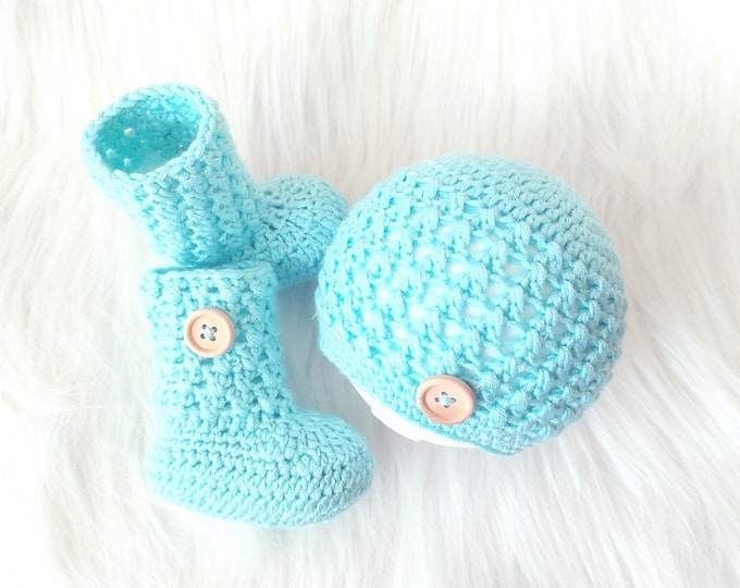 Turquoise baby beanie and socks, Newborn Hat and Booties set, Neutral Baby gift, Crochet Baby Beanie, Baby socks, Infant Hat and Socks