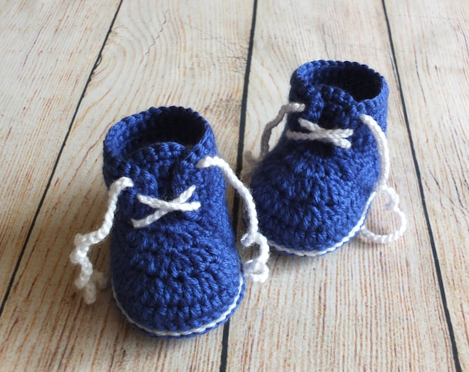 Crochet Blue baby sneakers -  Baby boy booties - Newborn boy shoes - Navy baby boots