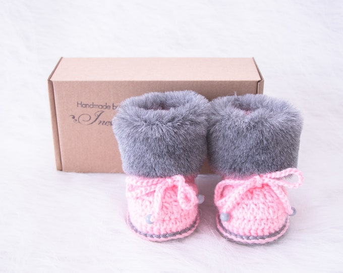 Baby girl booties, Pink and gray booties, Fur Booties, Baby winter Boots, Newborn girl shoes, Crochet Baby Boots, Preemie shoes, Infant girl