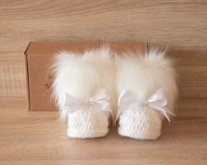 White baby booties - Faux Fur Booties - Baby girl shoes - Baby gift - Crochet Baby booties-  Newborn boots- Booties with bows- Preemie boots