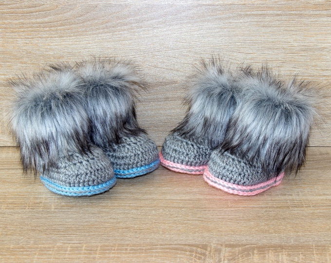 Gender reveal baby shoes - Boy and girl twins- Booties for twins- Newborn boots- Crochet Booties- Gift for twins- Preemie shoes- Fur booties