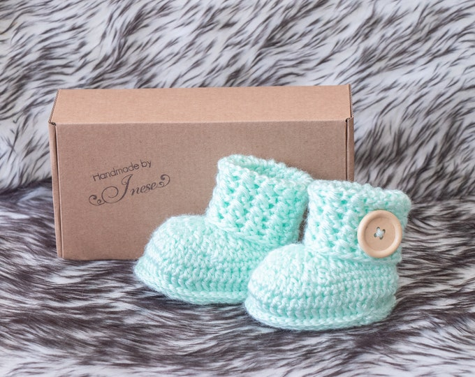 Mint green Baby booties, Crochet booties, Baby announcement, Baby shoes, Preemie shoes, Infant booties, Newborn booties, Neutral Baby gift