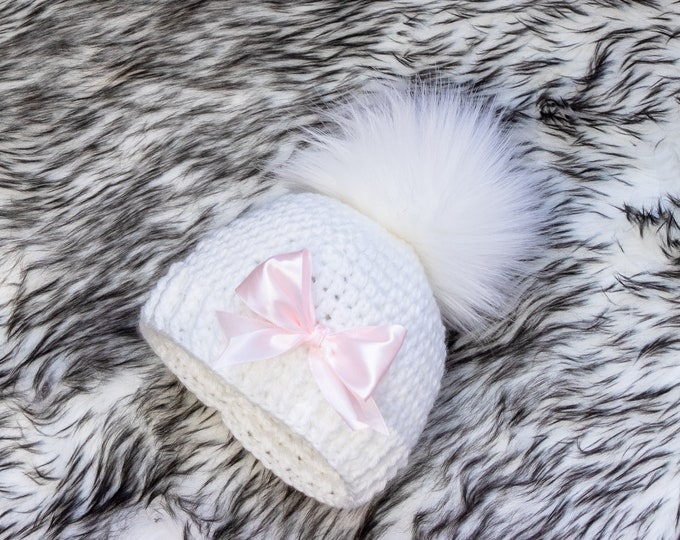 White Baby girl bow hat, Baby girl pom pom hat, Preemie hat, Crochet baby girl hat, Newborn girl hat, Baby girl gift, Baby Girl winter hat