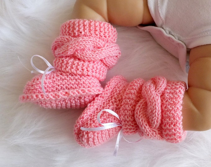 Hand knit pink Baby girl booties - Pink booties - Newborn girl Boots - Baby girl gift - Knitted booties - Cable knit booties - Infant shoes