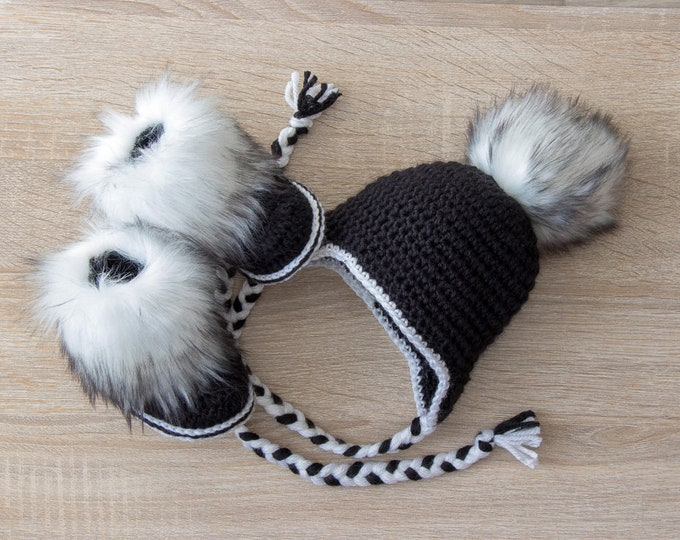 Black and White pom pom hat and boots - Crochet baby hat and booties - Baby winter clothes - Faux Fur booties - Gender neutral baby clothes
