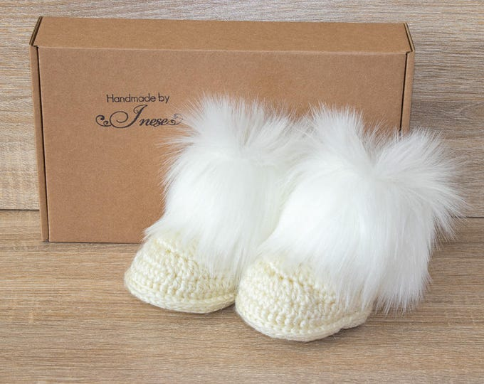 Beige Faux fur baby booties - Faux Fur boots - Gender neutral baby shoes - Crochet baby slippers - Newborn winter boots - Booties in a box