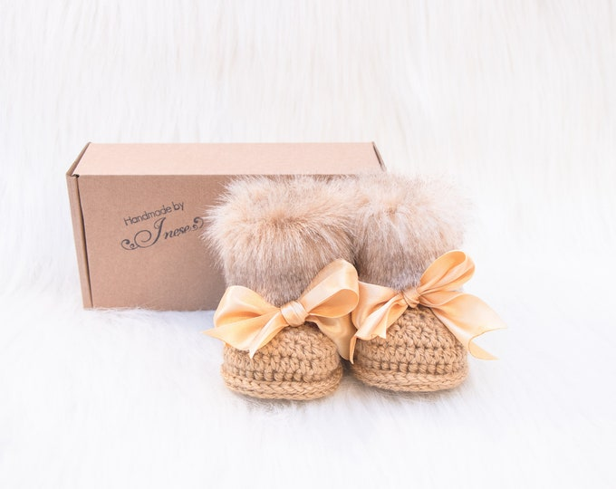 Handmade Baby Booties, Unisex baby booties, Gold booties, Newborn shoes, Winter Booties, Crochet Baby slippers, Baby shower gift, Baby Uggs