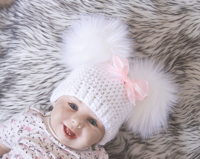 White Baby girl double pom pom hat with bow, Preemie hat, Crochet baby girl hat, Newborn girl winter hat, Baby girl gift, Baby girl beanie