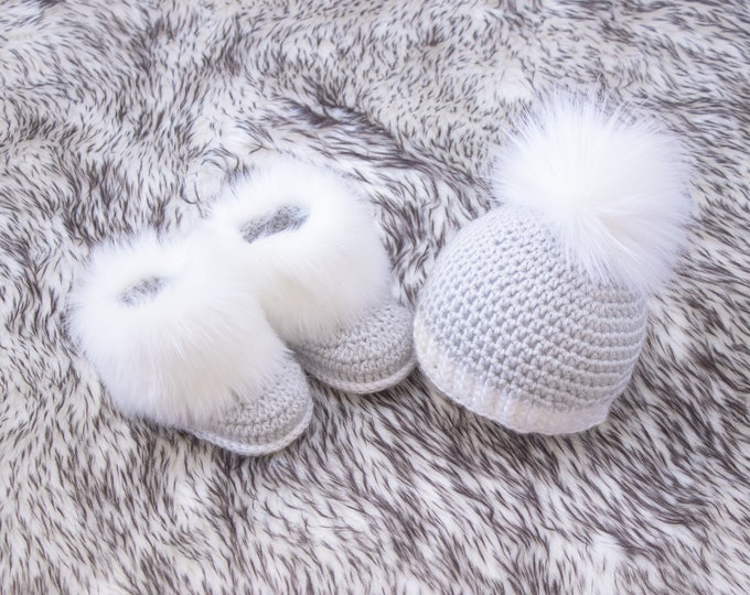 Gender Neutral Baby Booties and hat, Crochet Baby beanie and booties, Baby gift, Preemie outfit, Fur pom pom hat, Fur booties, Newborn boy
