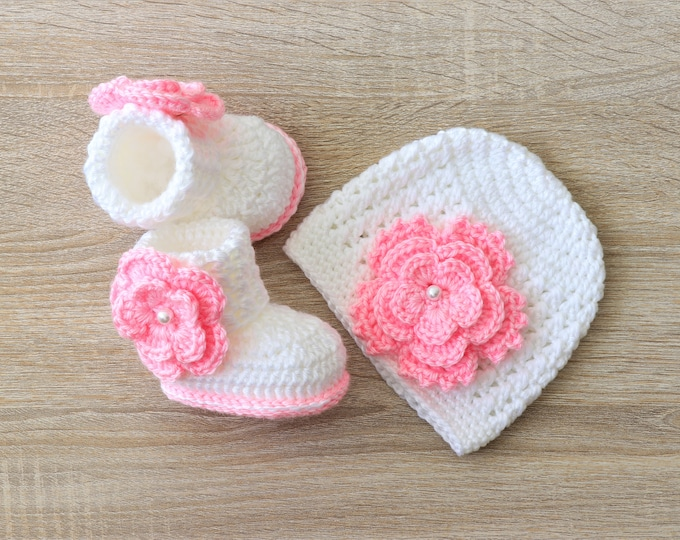 White and pink Baby Girl Flower Hat and Booties - Newborn Girl- Preemie clothes- Crochet booties and hat- Baby Girl gift - Baby girl clothes