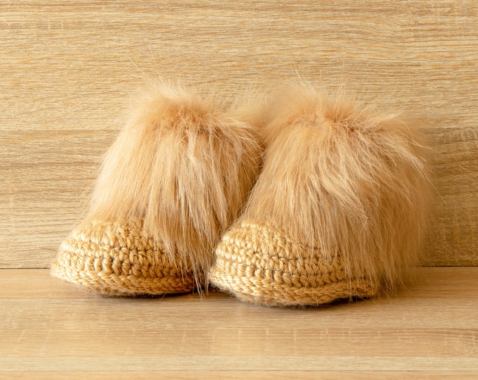 Faux fur baby booties - Crochet booties - Gender Neutral booties - Baby Uggs - Newborn shoes- Baby winter boots- Baby shower gift- Fur boots