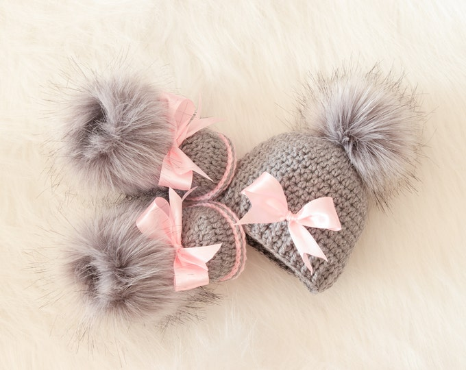 Baby girl pom pom hat and fur booties with bows, Gray and pink set, Newborn Girl gift, Baby girl winter clothes, Preemie girl clothes